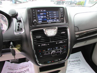 2014 Chrysler Town & Country Touring Fremont, Ohio 8