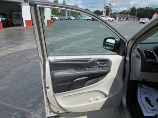 2014 Chrysler Town & Country Touring-L Fremont, Ohio 5