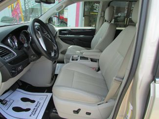 2014 Chrysler Town & Country Touring-L Fremont, Ohio 6