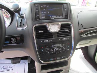 2014 Chrysler Town & Country Touring-L Fremont, Ohio 8