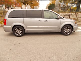 2014 Chrysler Town & Country S Manchester, NH 1