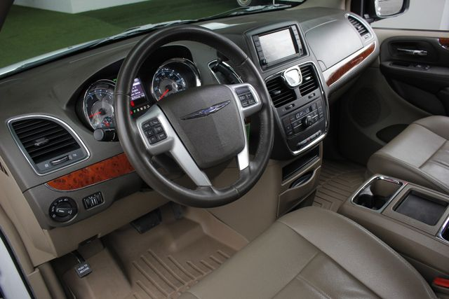 2014 Chrysler Town & Country Touring FWD - REAR DVD Mooresville , NC 29