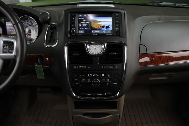 2014 Chrysler Town & Country Touring FWD - REAR DVD Mooresville , NC 9