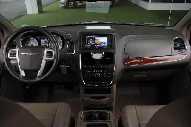 2014 Chrysler Town & Country Touring FWD - REAR DVD Mooresville , NC 28