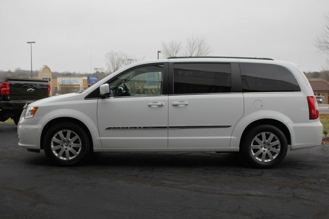 2014 Chrysler Town & Country Touring FWD - REAR DVD Mooresville , NC 15