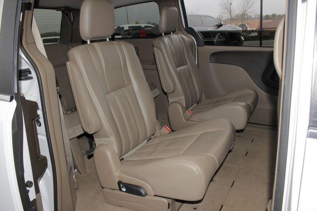 2014 Chrysler Town & Country Touring FWD - REAR DVD Mooresville , NC 39