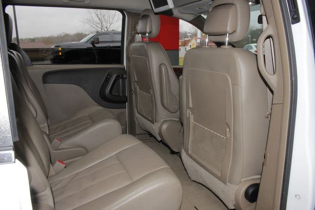 2014 Chrysler Town & Country Touring FWD - REAR DVD Mooresville , NC 38
