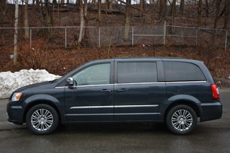 2014 Chrysler Town & Country Touring-L Naugatuck, Connecticut 1