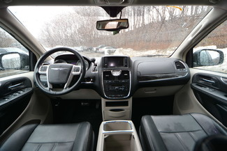 2014 Chrysler Town & Country Touring-L Naugatuck, Connecticut 12