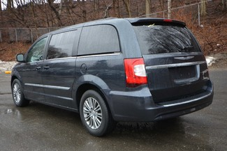 2014 Chrysler Town & Country Touring-L Naugatuck, Connecticut 2