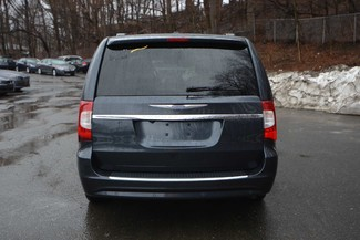 2014 Chrysler Town & Country Touring-L Naugatuck, Connecticut 3