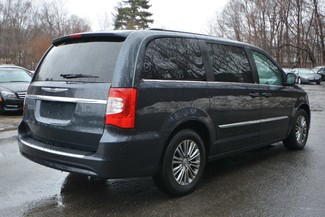 2014 Chrysler Town & Country Touring-L Naugatuck, Connecticut 4