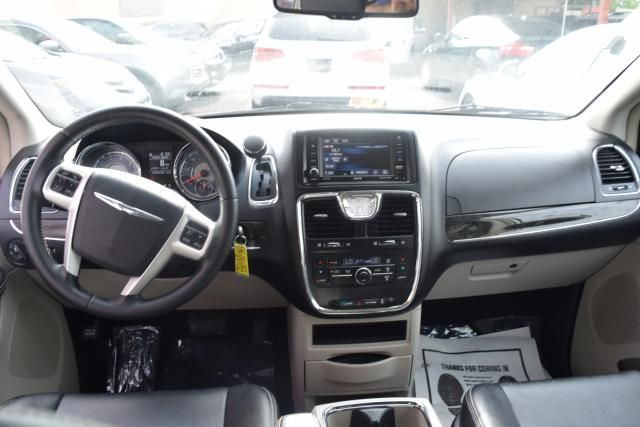 2014 Chrysler Town & Country Touring Richmond Hill, New York 10