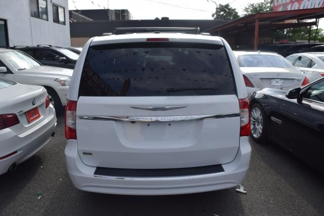 2014 Chrysler Town & Country Touring Richmond Hill, New York 3