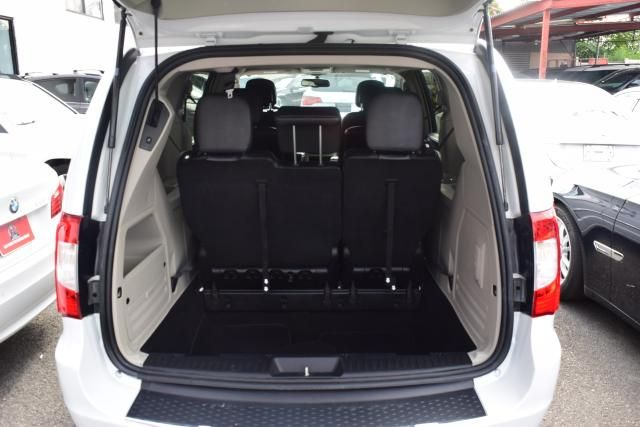 2014 Chrysler Town & Country Touring Richmond Hill, New York 4