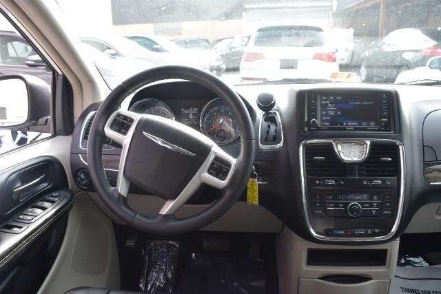 2014 Chrysler Town & Country Touring Richmond Hill, New York 9