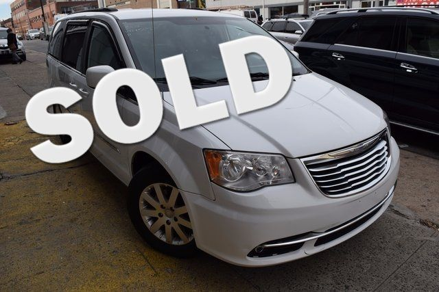 2014 Chrysler Town & Country Touring Richmond Hill, New York 0