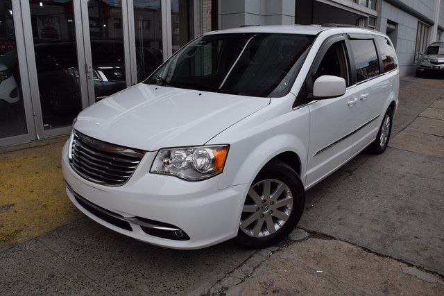 2014 Chrysler Town & Country Touring Richmond Hill, New York 1