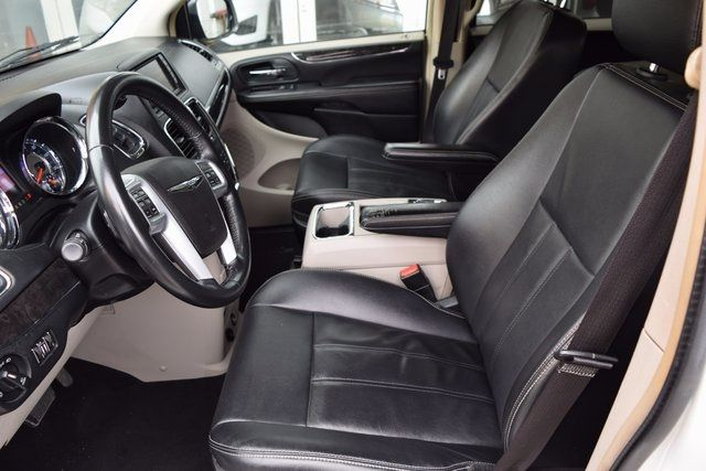 2014 Chrysler Town & Country Touring Richmond Hill, New York 11