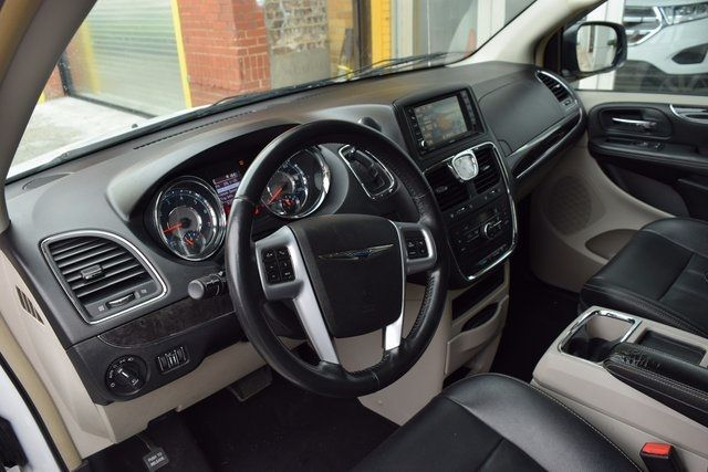 2014 Chrysler Town & Country Touring Richmond Hill, New York 13