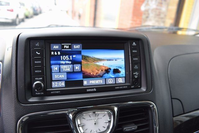2014 Chrysler Town & Country Touring Richmond Hill, New York 15