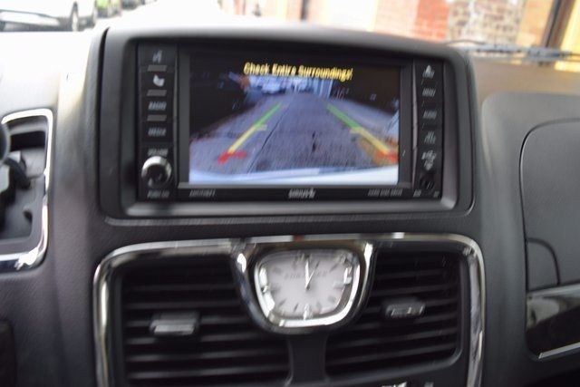 2014 Chrysler Town & Country Touring Richmond Hill, New York 17