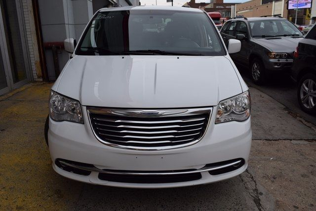 2014 Chrysler Town & Country Touring Richmond Hill, New York 2
