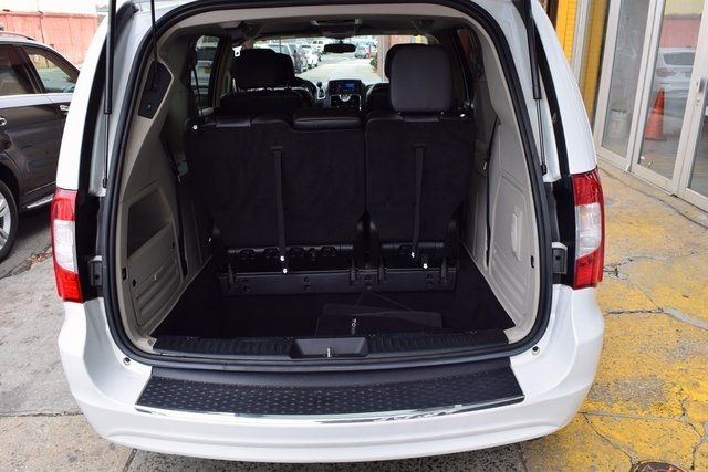 2014 Chrysler Town & Country Touring Richmond Hill, New York 7