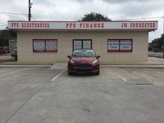 2014 Ford Fiesta SE Devine, Texas 3