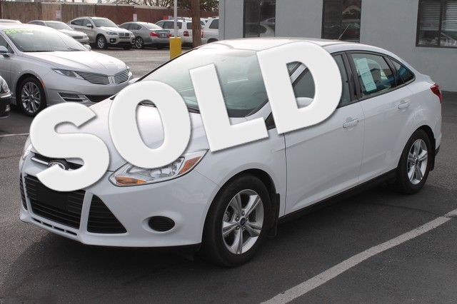 2014 Ford Focus SE Move over gas-guzzlers theres a new kid in town Second to none one owner vehi