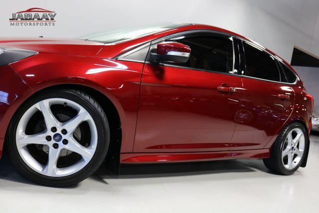 2014 Ford Focus Titanium Merrillville, Indiana 34