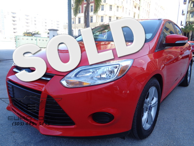 2014 Ford Focus SE 2014 FORD FOCUS SE RACE RED ON BACK AND GRAY EQUIPPED WITH DAYTIME RUNNING LAMP