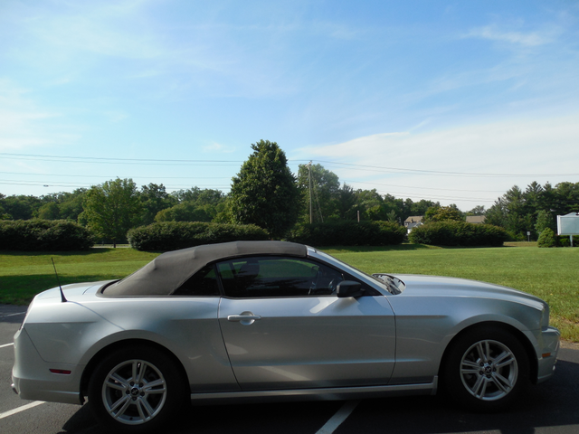 2014 Ford Mustang V6 Leesburg, Virginia 6