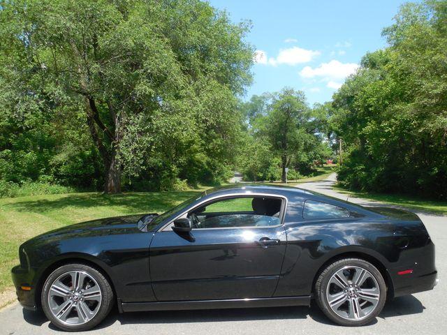 2014 Ford Mustang V6 6-Speed Manual Leesburg, Virginia 5