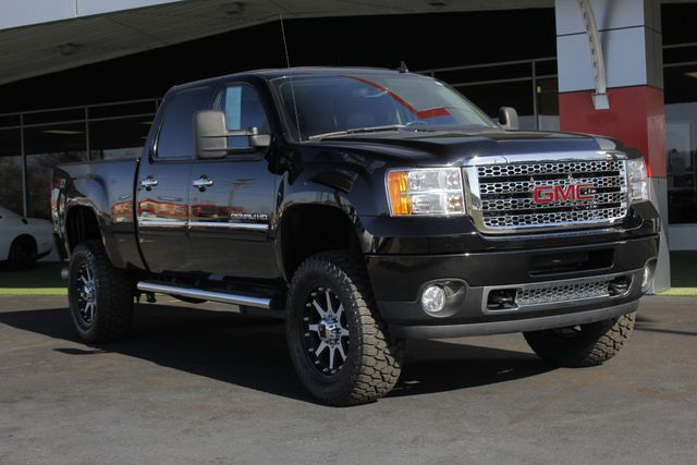 2014 GMC Sierra 2500HD Denali Crew Cab Z71 4X4 - LIFTED - LOTS OF EXTRA$! Mooresville , NC 22