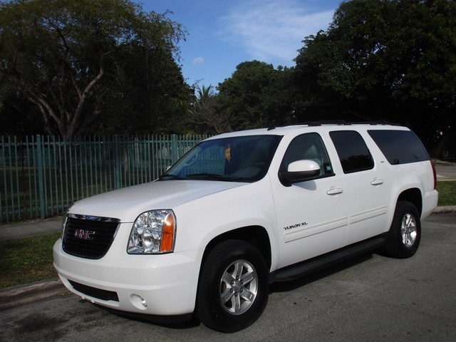 2014 GMC Yukon XL SLT Come and visit us at oceanautosalescom for our expanded inventoryThis offe