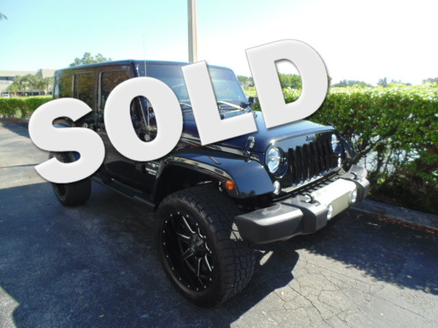 2014 Jeep Wrangler Unlimited Sahara CLEAN CARFAX LEATHERone-owner Leather Navigation Bod