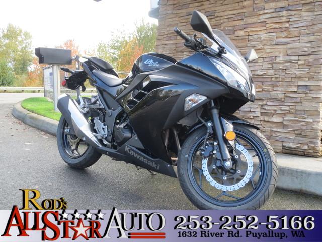 2014 Kawasaki Ninja 300  VIN JKAEX8A15EA003222 1k miles  Glossy Paint No Visible Scratches N