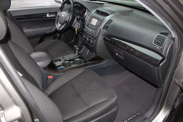 2014 Kia Sorento LX W/ CONVENIENCE PACKAGE (7 SEAT) - 3RD ROW! Mooresville , NC 31