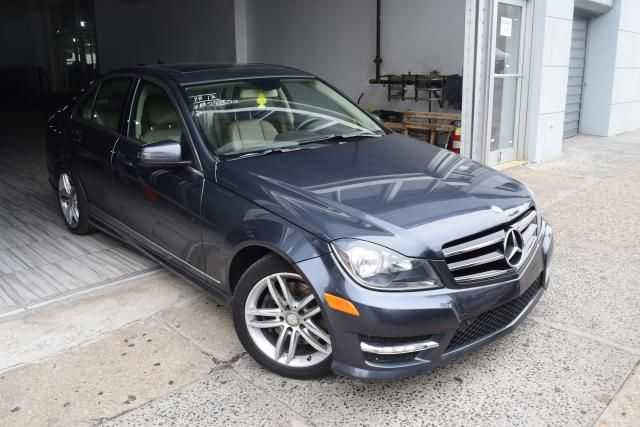 2014 Mercedes-Benz C300 Luxury Richmond Hill, New York 1