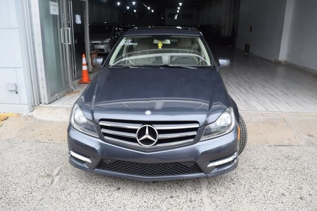 2014 Mercedes-Benz C300 Luxury Richmond Hill, New York 2