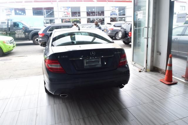 2014 Mercedes-Benz C300 Luxury Richmond Hill, New York 3