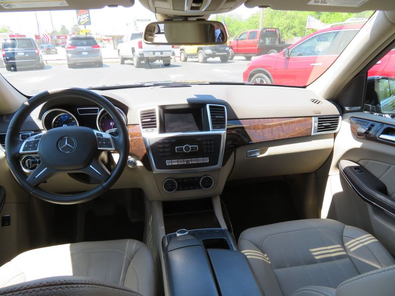 photo entertainment class car gl mercedes display test and bluetec s driver original drive seat reviews rear benz