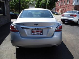 2014 Nissan Altima 2.5 S Milwaukee, Wisconsin 4