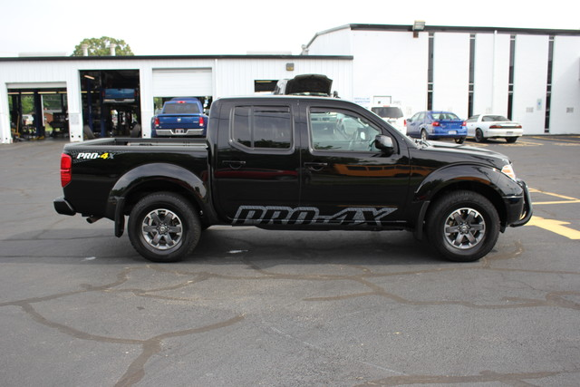 2014 Nissan Frontier PRO-4X Mooresville , NC 3