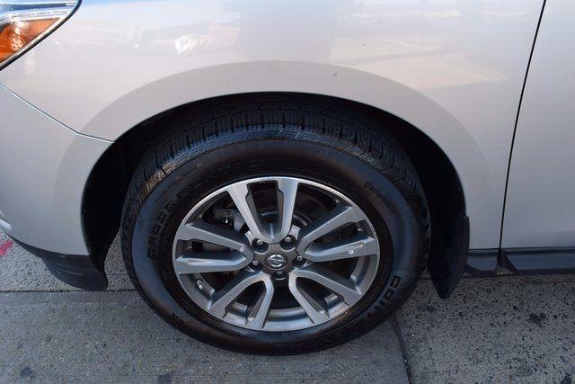 2014 Nissan Pathfinder SV Richmond Hill, New York 4