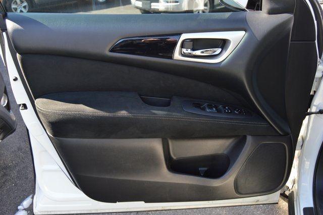 2014 Nissan Pathfinder SV Richmond Hill, New York 11