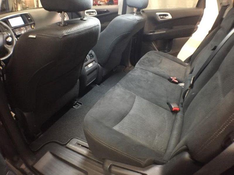 2014 Nissan Pathfinder SV  in Victoria, MN