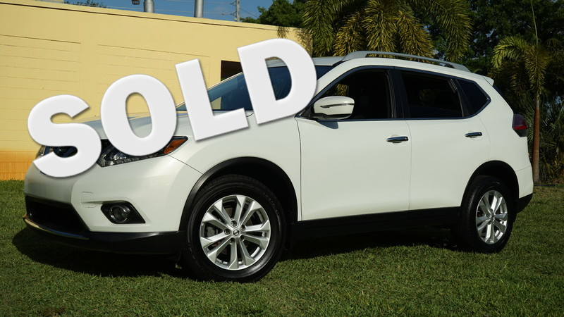 2014 Nissan Rogue SV in Lighthouse Point FL