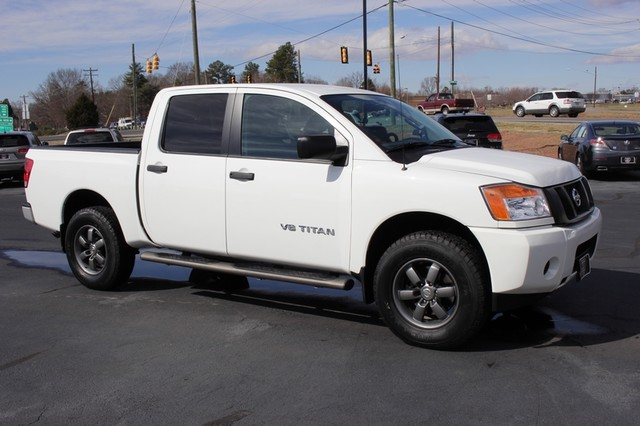 2014 Nissan Titan Crew Cab 4x4 - POPULAR PKG! - NEW TIRES! Mooresville , NC 18